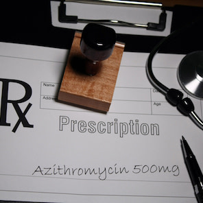 Azithromycin may reduce treatment failure in acute COPD exacerbations