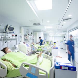 [ICU Management & Practice]: 保护性通气和新冠肺炎患者的预后