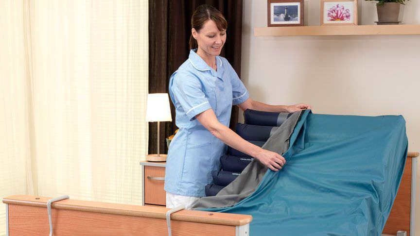 Hospital bed mattress / anti-decubitus / dynamic air / tube Alpha Active™ 4 ArjoHuntleigh