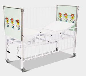 Mechanical bed / 4 sections / pediatric HM 2001 A Hospimetal Ind. Met. de Equip. Hospitalares