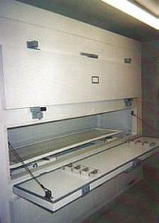 Side loading refrigerated mortuary cabinet / 3-body Morquip