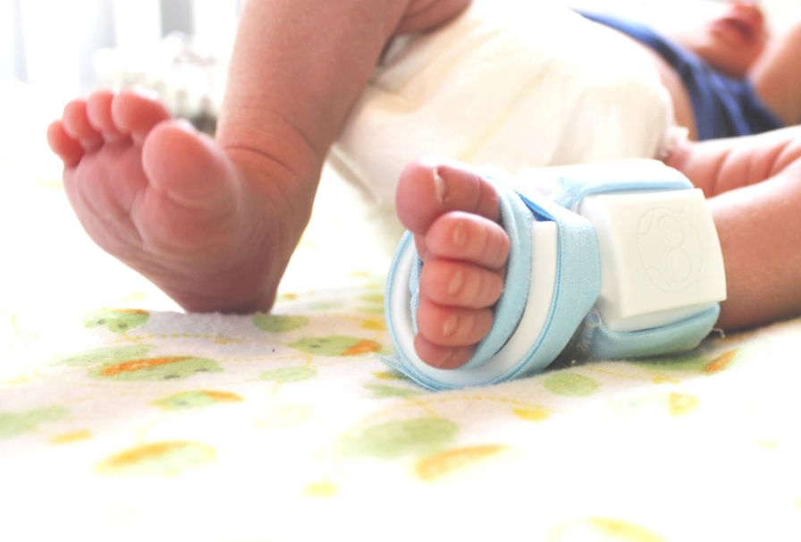 Infant vital signs monitor / wireless Owlet