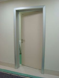 Swinging door / radiation shielding / hardwood Cablas