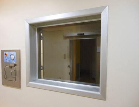 Healthcare facility window / radiation shielding / viewing / lead glass Cablas