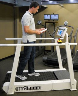 Treadmill with handrails Continuum Woodway