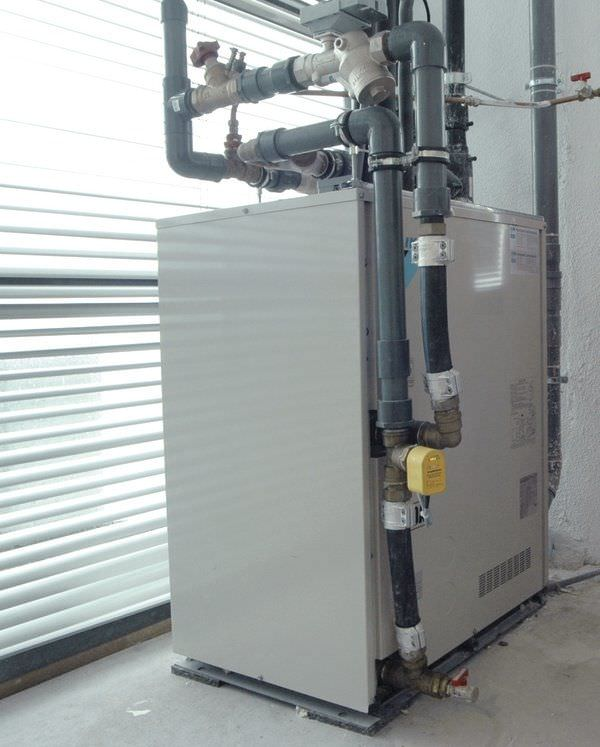 Inverter heat pump 22.4 - 81.5 kW | RWEYQ-P Daikin Europe