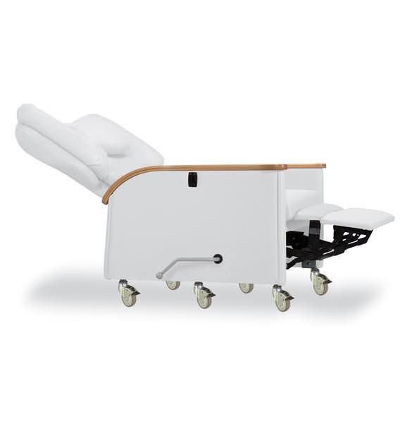 Reclining medical sleeper chair / on casters / manual / bariatric Kangaroo 623-15-650 IoA Healthcare