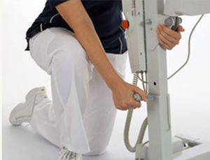 Mobile patient lift / electrical / pediatric Uno™ 102 Hill-Rom