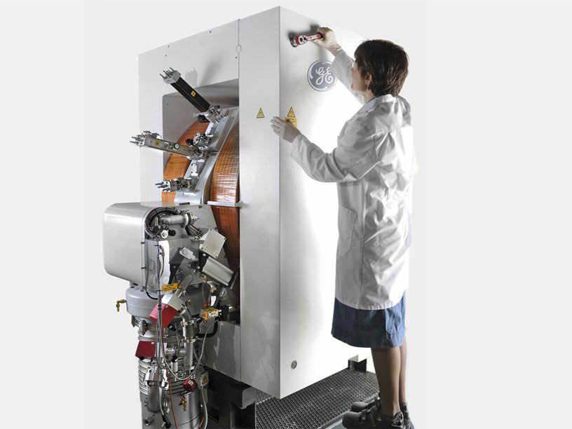 Laboratory cyclotron for PET PETtrace GE Healthcare