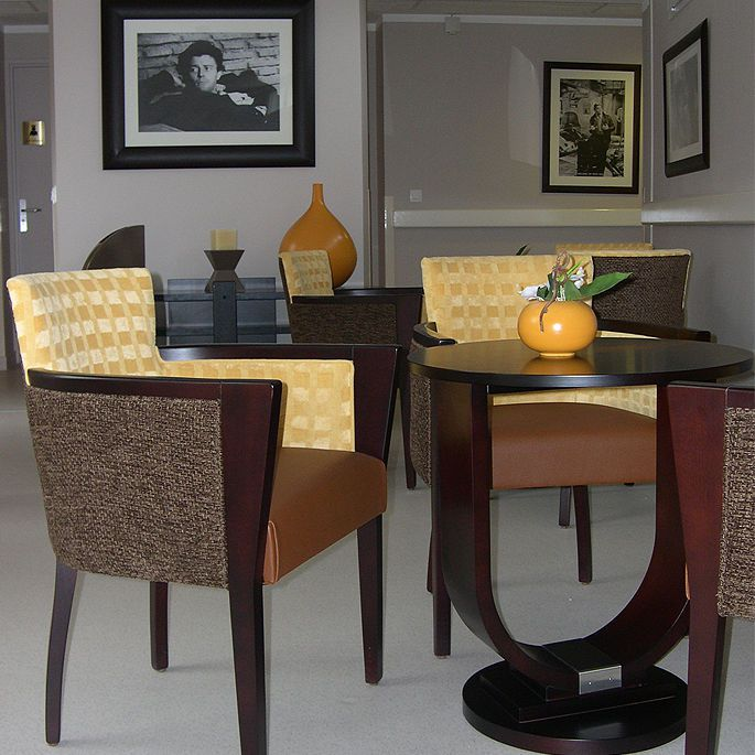 Chair with armrests 833 COLLINET