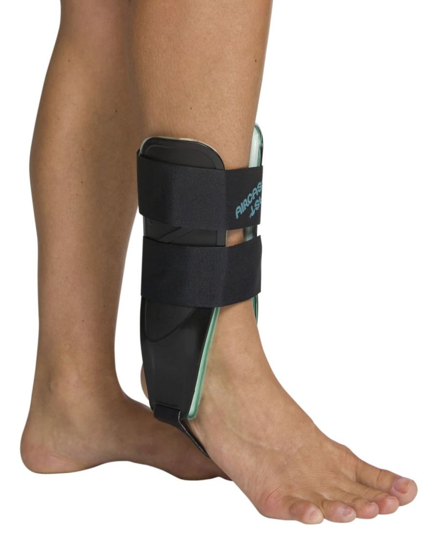 Ankle splint (orthopedic immobilization) / inflatable Air-Stirrup® Universe™ Aircast