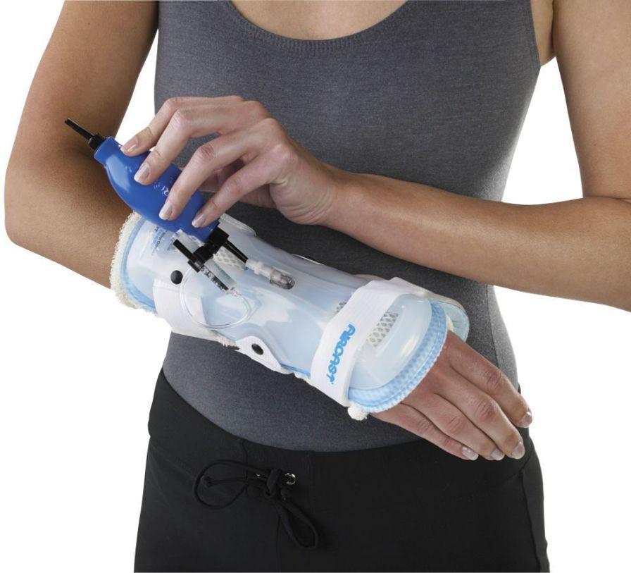 Wrist splint (orthopedic immobilization) / inflatable StabilAir™ Wrist Brace Aircast