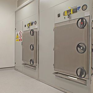 Laboratory autoclave / pass-through / automatic / microprocessor controlled 700 L Priorclave