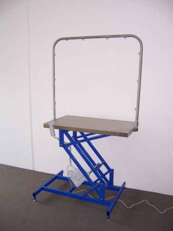 Lifting grooming table / electrical McDonald Veterinary Equipment