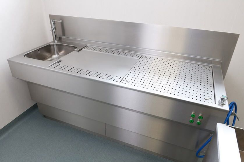 Dissection table / with downdraft ventilation / with sink LEEC
