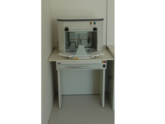 Dental laboratory workstation / with hood / 1-station MINI BOX MXC Iride International