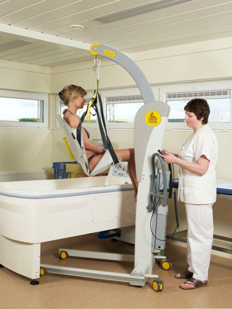 Patient lift seat-sling / bathtub Handi-Move