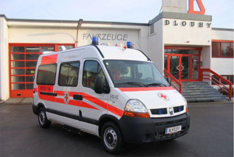 Emergency medical ambulance / van Renault Master Dlouhy , Fahrzeugbau