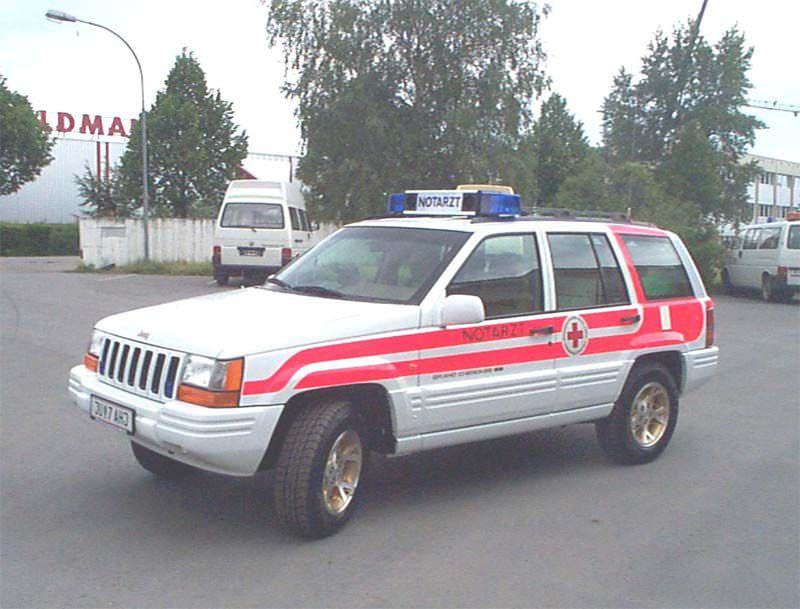 Emergency medical ambulance / 4x4 Jeep Cherokee Dlouhy , Fahrzeugbau