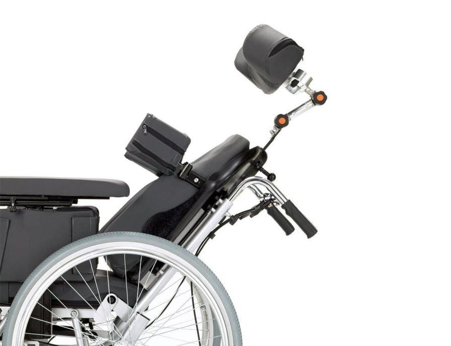 Passive wheelchair / with headrest / with legrest Max. 125 kg | TRITON Bischoff & Bischoff