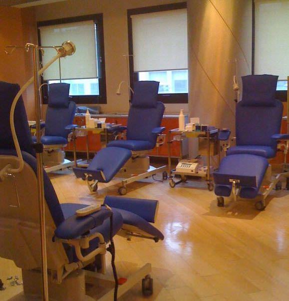 Electrical blood donor armchair / on casters / height-adjustable UniversalLine Transfusion Bionic Medizintechnik