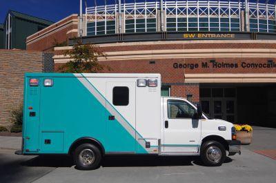 "Emergency medical ambulance / type III / box GM 3500 148"" TraumaHawk American Emergency Vehicles"