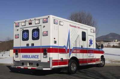 "Emergency medical ambulance / type III / box Ford E450 164"" TraumaHawk American Emergency Vehicles"