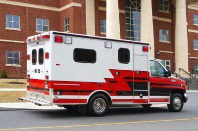 Emergency medical ambulance / type III / box Ford E350 DR92 TraumaHawk American Emergency Vehicles