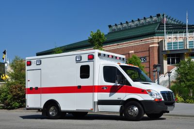 "Emergency medical ambulance / type III / box Sprinter 3500 148"" TraumaHawk American Emergency Vehicles"