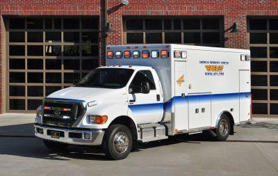 "Emergency medical ambulance / type I / box Ford F650 164"" TraumaHawk American Emergency Vehicles"