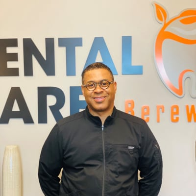 photo of Leon Lester, DDS