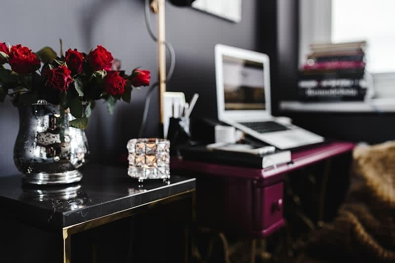 pink-desk-in-the-home-office.jpg