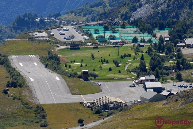 L'alpe D'huez Airport by helicopter