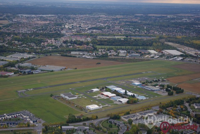 Lognes Emerainville Airport by helicopter