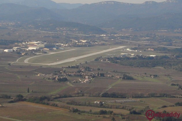 Cuers-Pierrefeu Airport by helicopter