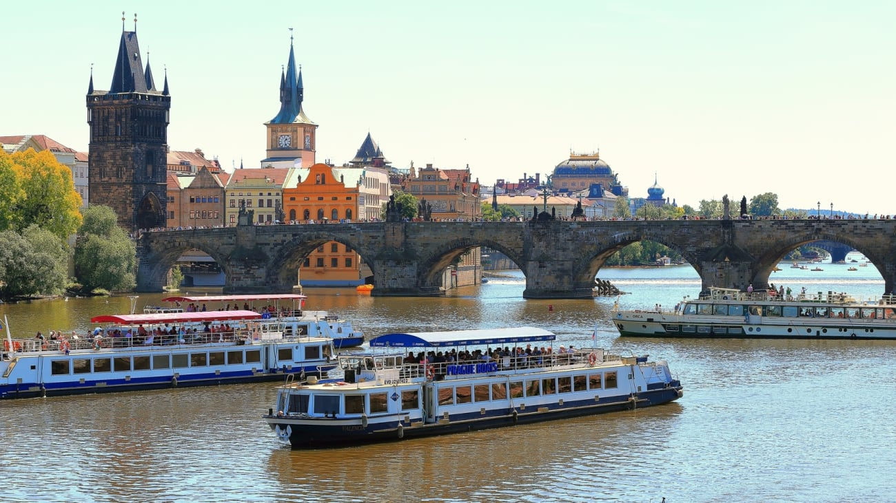 Cruceros por el río Vltava en Praga