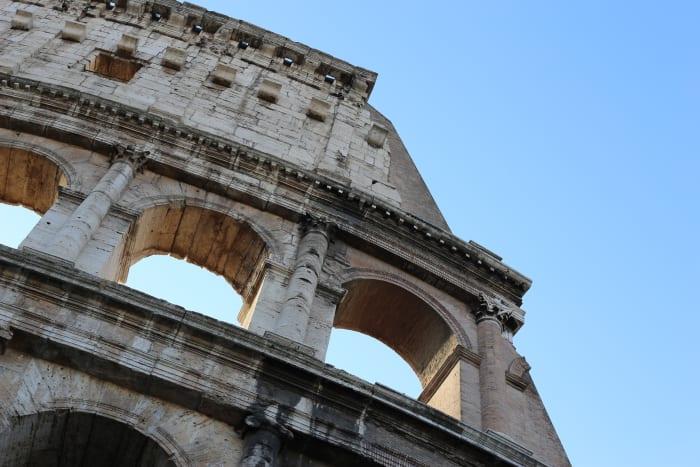 Detalle frontal del Coliseo