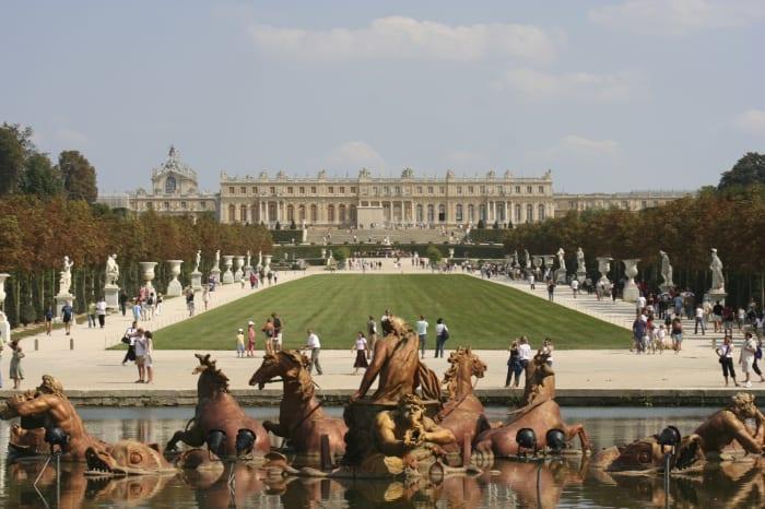 El Palacio de Versalles visto desde los jardines
