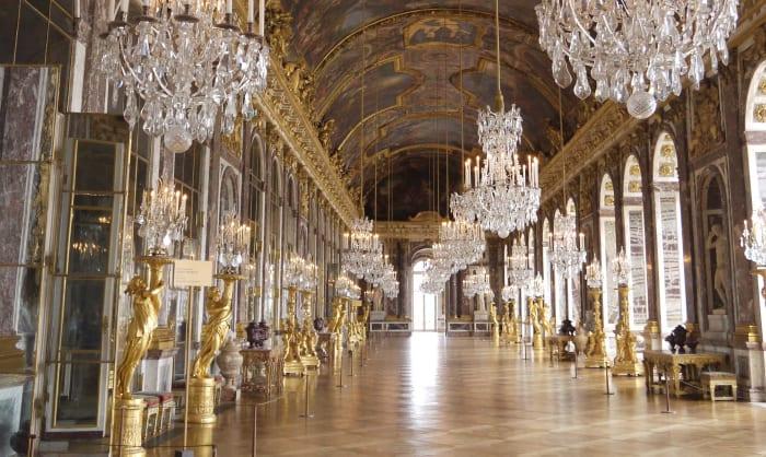 Una de las salas más impresionantes del interior del Palacio de Versalles