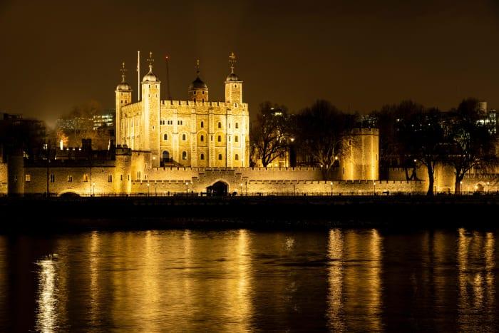 Torre de Londres iluminada