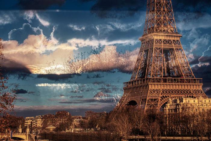 Vista de la Torre Eiffel un día de tormenta