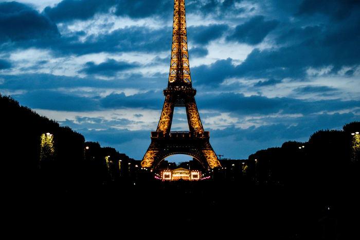Anoitecer com vista para a Torre Eiffel