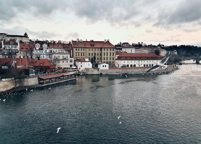 Vista do Porto de Praga um dia de inverno