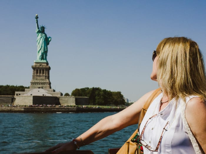 Foto con la Estatua de la Libertad al fondo | ©Malvina Battiston