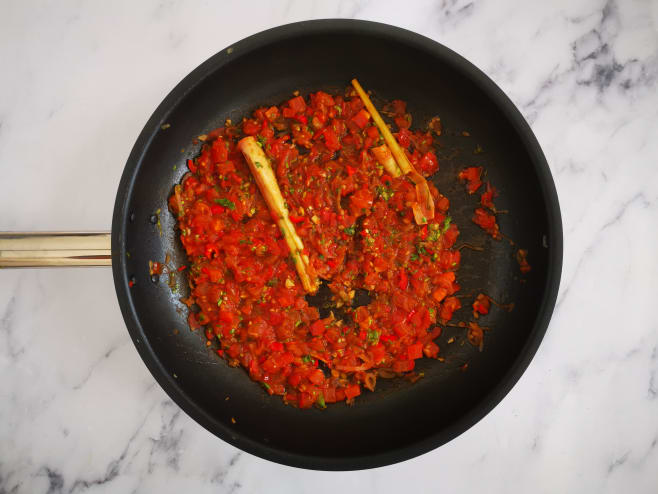Make tamarind sauce