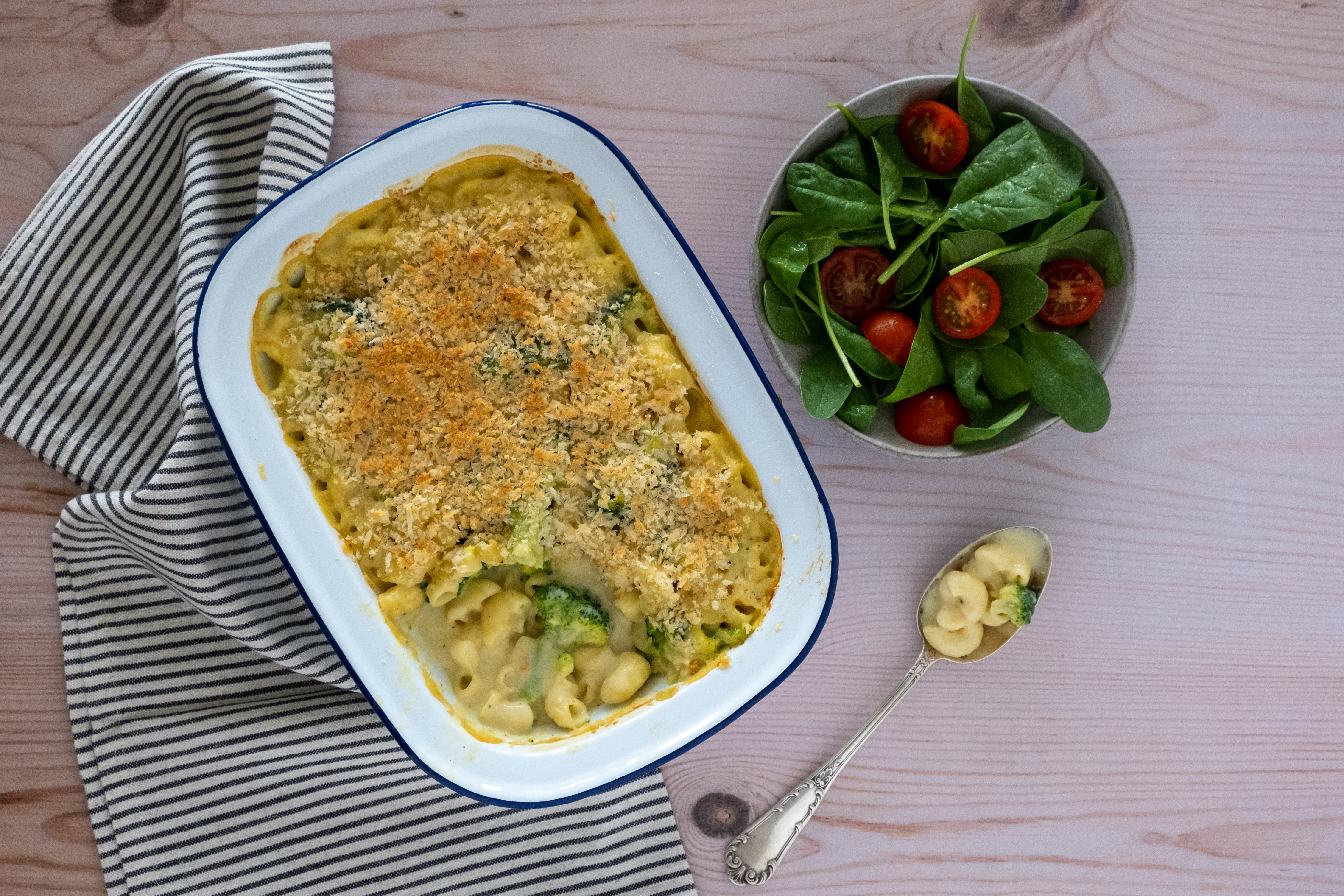 Macaroni Cheese & Broccoli Bake with Tomato and Baby Spinach Side Salad