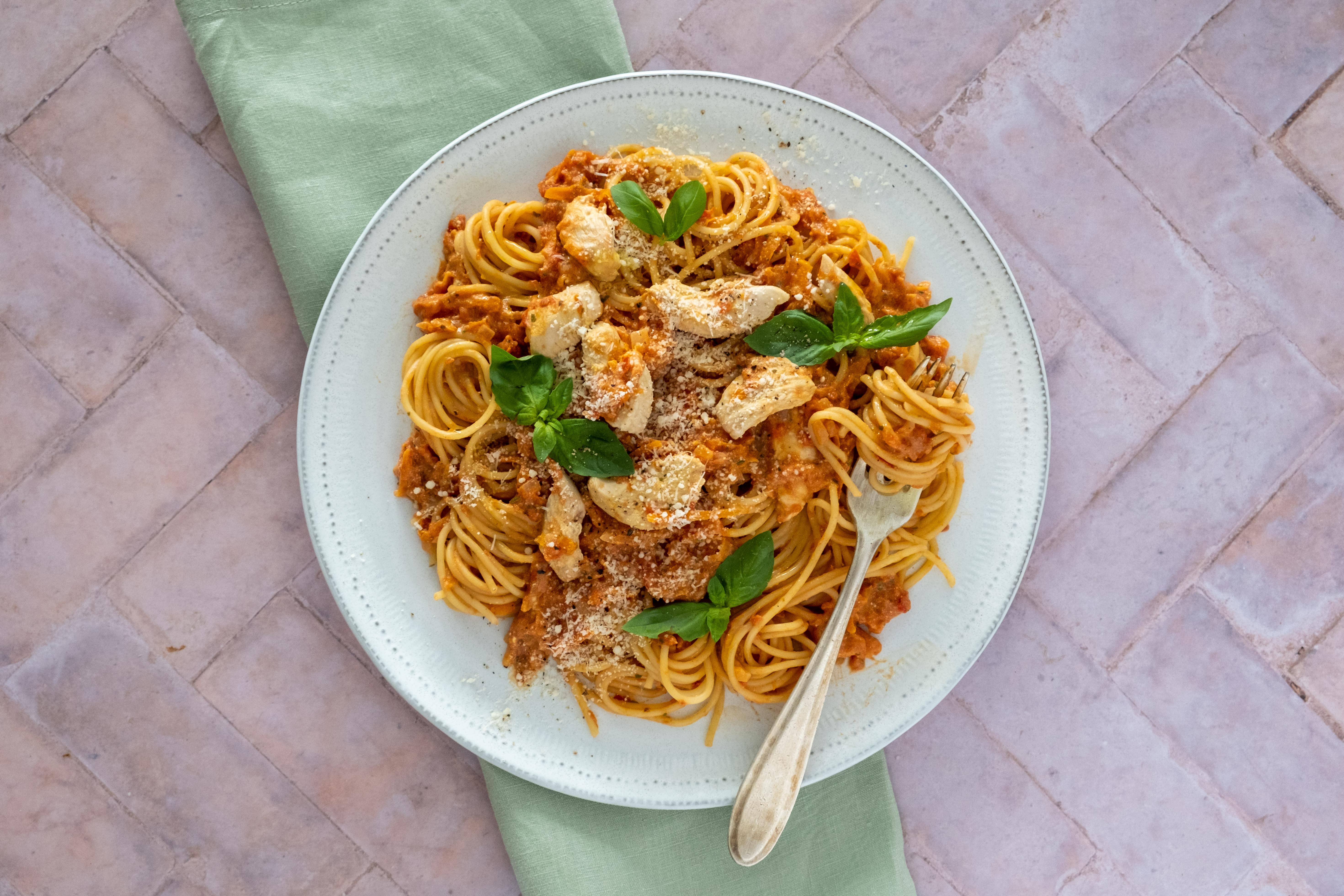 Easy Chicken Spaghetti in Creamy Tomato Sauce