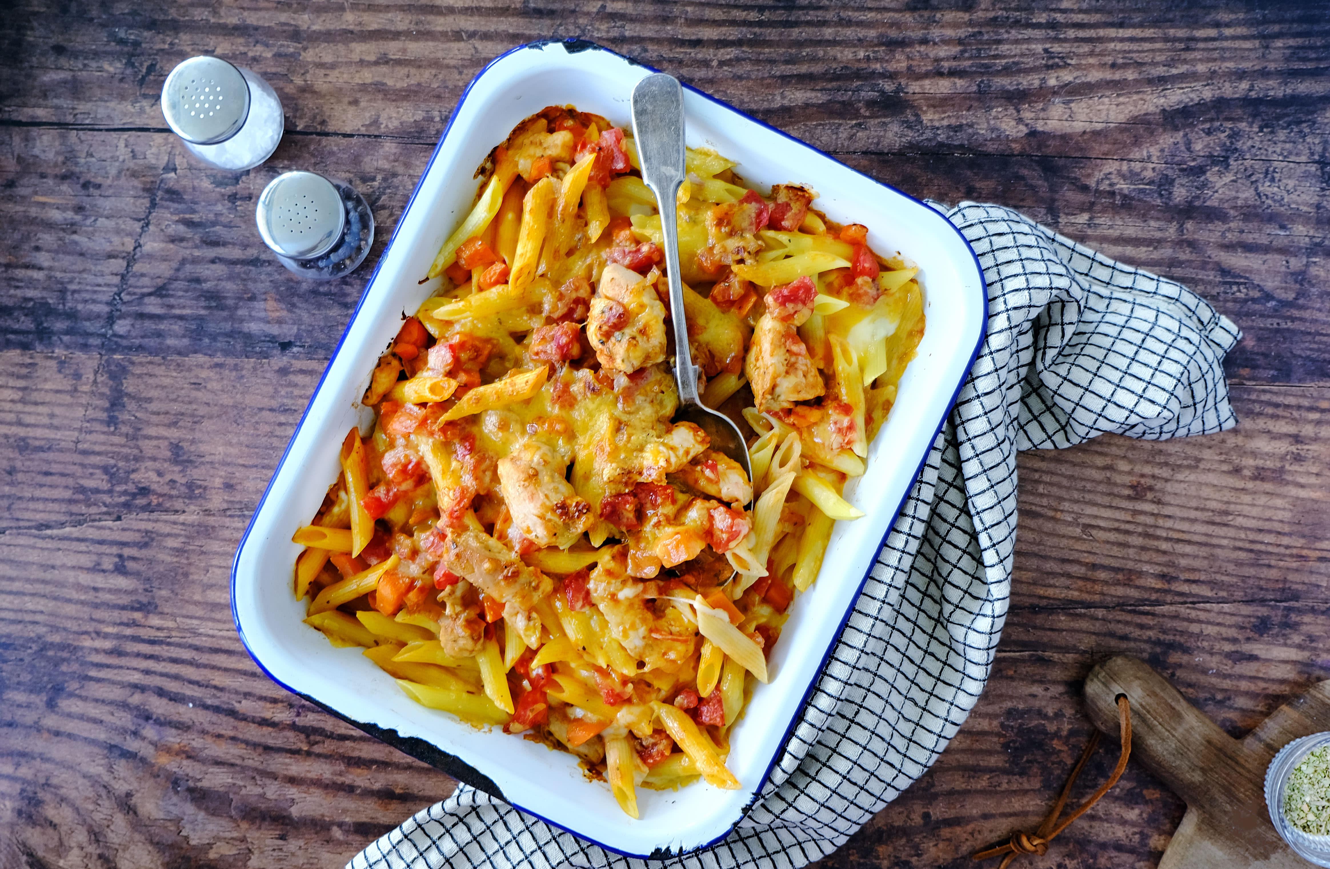 Cheesy Chicken and Tomato Pasta Bake