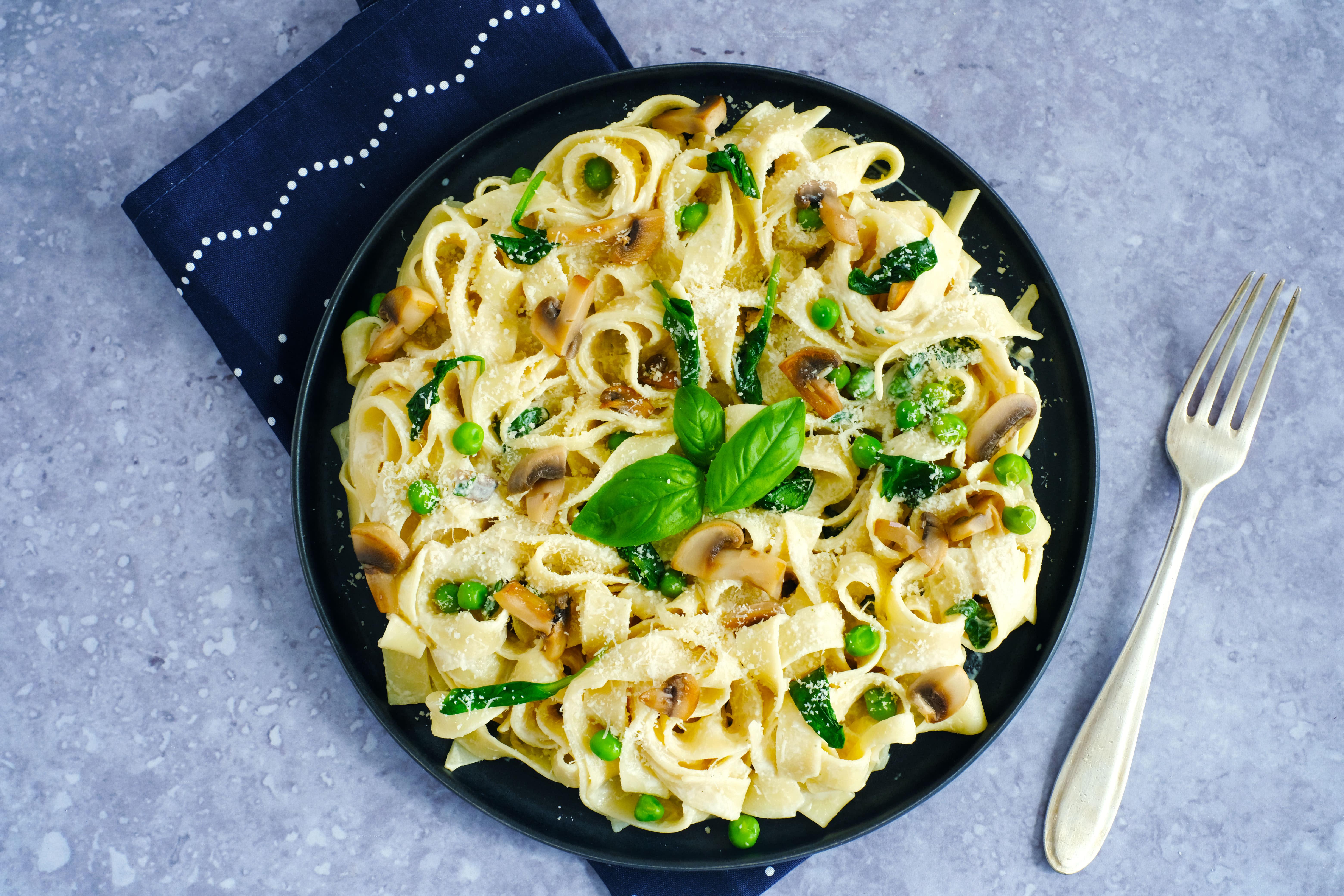 Fettuccine Paglia e Fieno with Spinach and Mushrooms