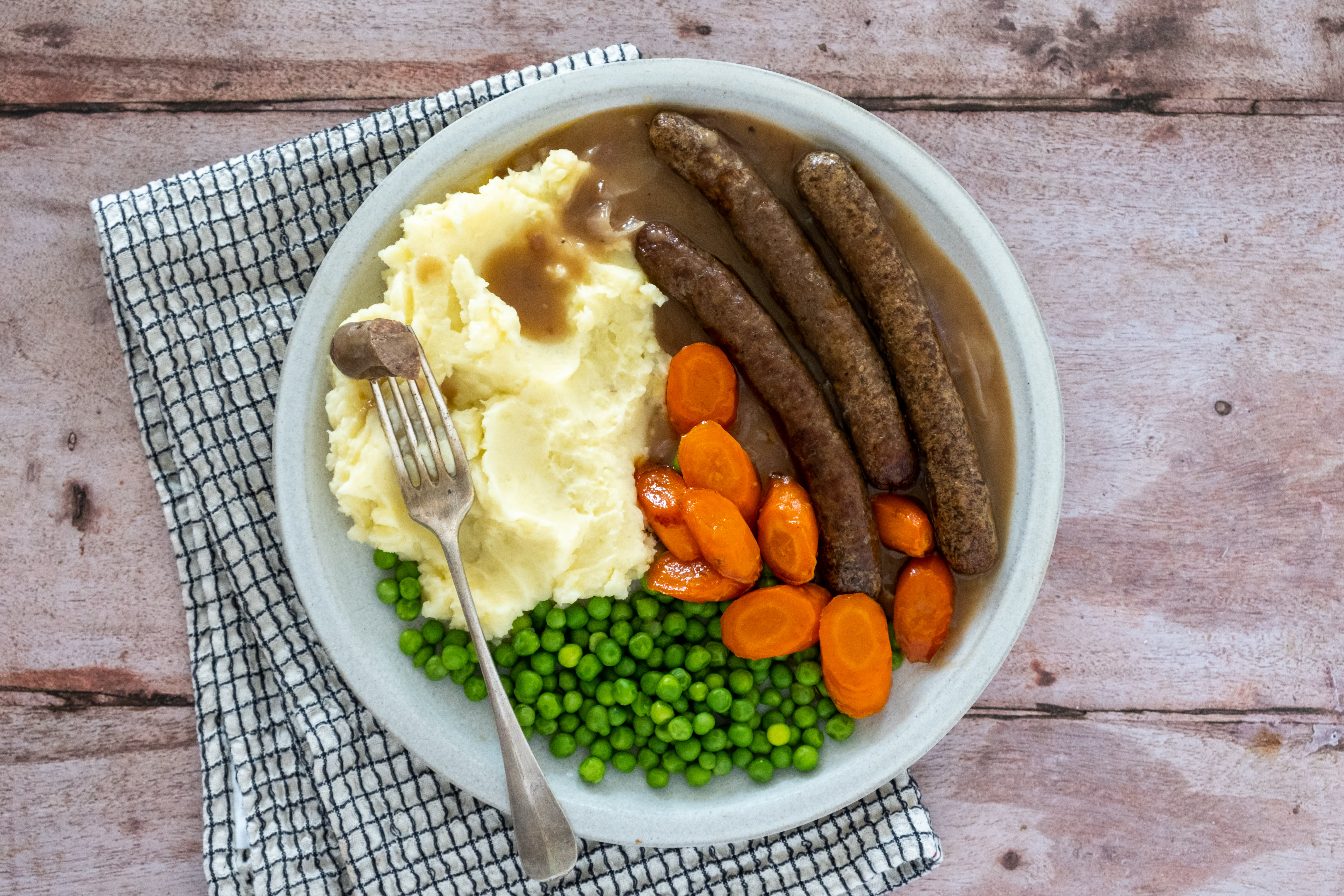 Bangers and Mash, Beef Sausages with Creamy Potatoes and Onion Gravy